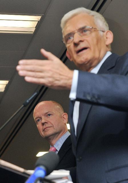 Inauguration du nouveau bâtiment de la CE et du PE, la Maison de l'Europe, à Londres par Siim Kallas, vice-président de la CE, et Jerzy Buzek, président du PE