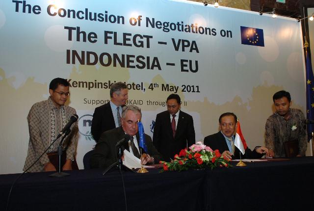 Visit of Karel De Gucht, Member of the EC, to Indonesia