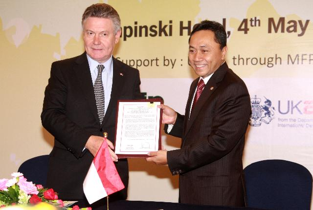 Visite de Karel De Gucht, membre de la CE, en Indonésie