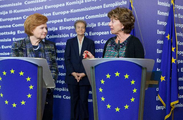 Joint press conference by Neelie Kroes and Vaira Vīķe-Freiberga for the presentation of the High Level Group on freedom and pluralism of the media across the EU
