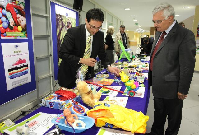 Conférence de presse de John Dalli, membre de la CE, suite à la publication du rapport annuel 2011 sur le système RAPEX