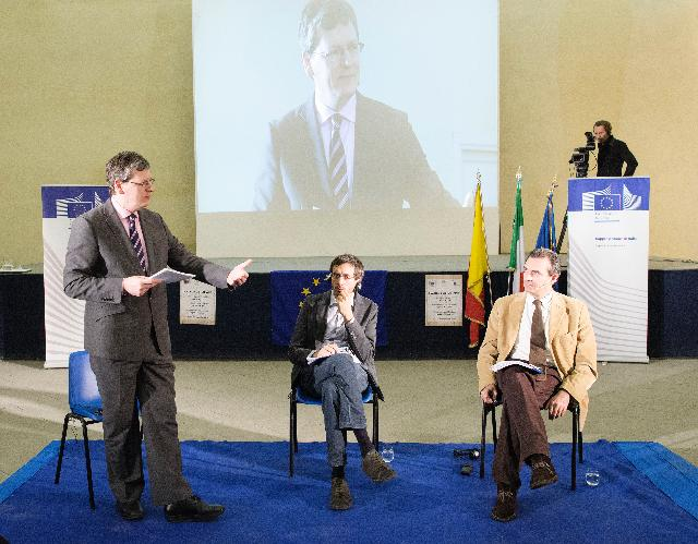 Citizens' Dialogue in Naples with László Andor
