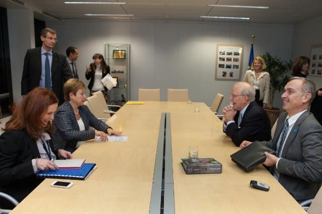 Visit of Anthony Lake, Executive Director of the Unicef, to the EC