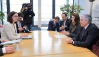 Visit of Vlora Çitaku and Bajram Rexhepi, Kosovan Ministers, to the EC