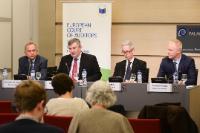 """Illustration of """"Conférence de presse de Kevin Cardiff, membre de la Cour des comptes européenne, sur l'efficacité du..."""