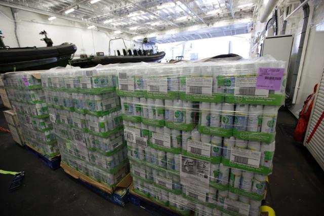 Ebola: Chargement de l'aide de l'UE sur le navire militaire néerlandais
