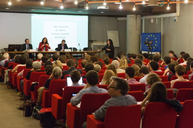 Dialogue avec les citoyens à Paris avec Cecilia Malmström