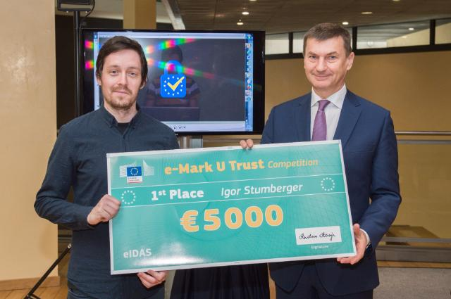 Andrus Ansip hosts the E-Mark U-Trust Competition award ceremony