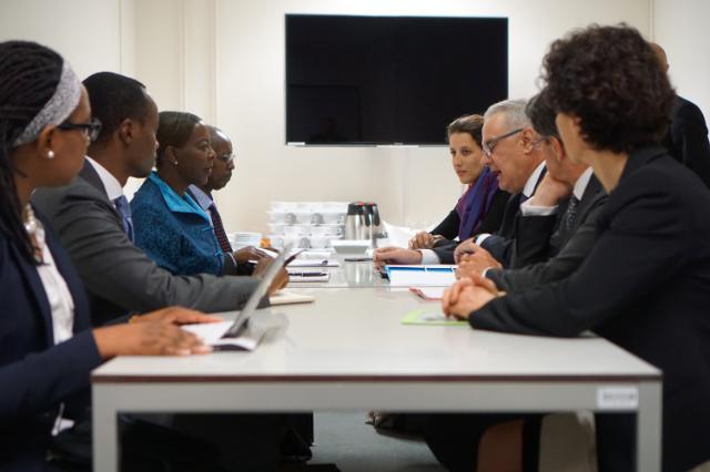 Rencontre entre Neven Mimica, membre de la CE, et Louise Mushikiwabo, ministre rwandaise des Affaires étrangères et de la Coopération