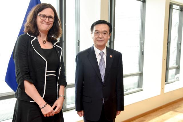 Visite de Gao Hucheng, ministre chinois du Commerce, à la CE