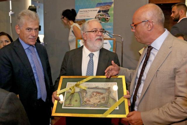 Visite de Miguel Arias Cañete, membre de la CE en Grèce