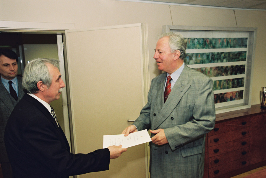 Presentation of the credentials of Heads of Mission to Jacques Santer, President of the EC