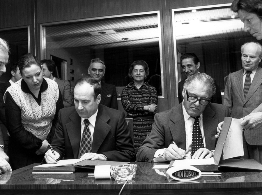 Signing of a cooperation agreement between the EEC and Yugoslavia