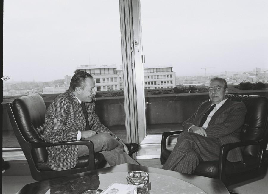 Portraits de Gaston Thorn, président de la CCE, et de François-Xavier Ortoli, vice-président de la CCE
