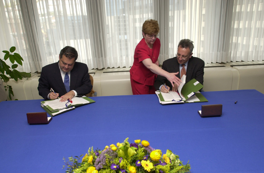 Signature of EC / USA co-operation agreements on energy research
