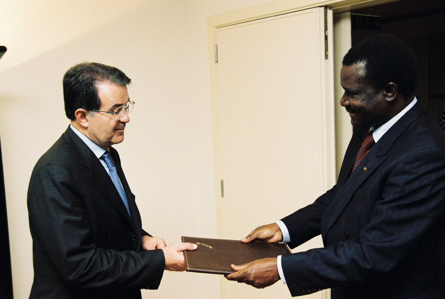 Presentation of the credentials of the Head of the Mission of the Burkina Faso to Romano Prodi, President of the EC