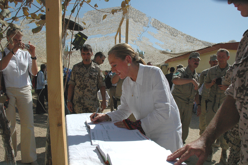 Visit of Benita Ferrero-Waldner, Member of the EC, to Afghanistan