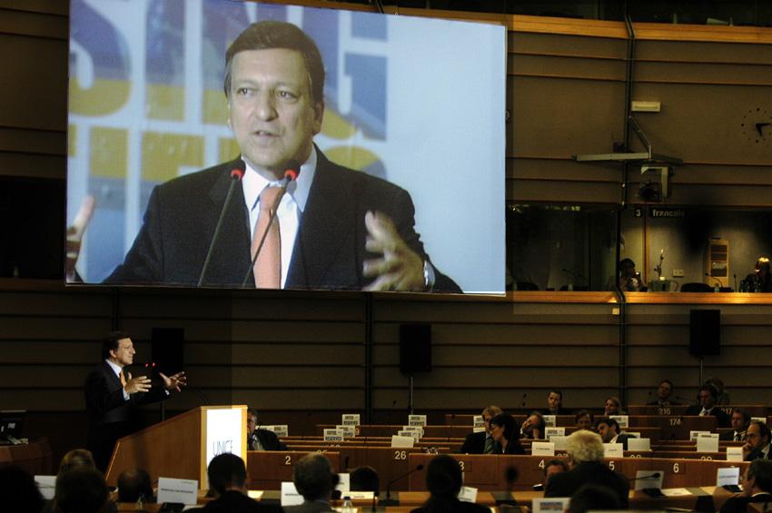 Participation de José Manuel Barroso, président de la CE, à la Journée de la compétitivité 2005 de l'UNICE Dépassons nos frontières