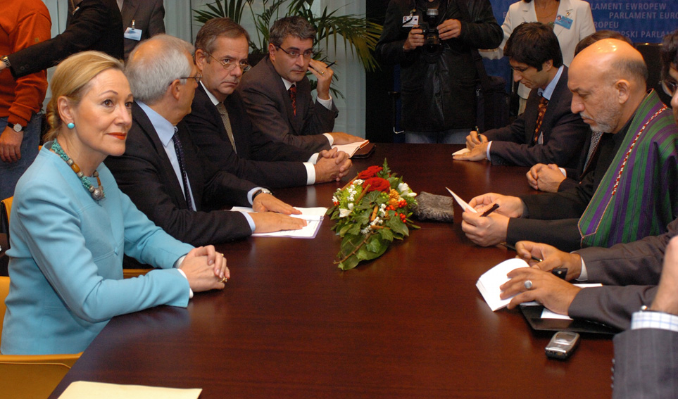 Meeting between Hamid Karzaï, President of Afghanistan, Benita Ferrero-Waldner, Member of the EC, and Josep Borrell Fontelles, President of the EP