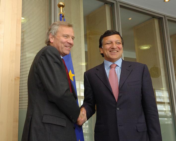 Visite de Jaap de Hoop Scheffer, secrétaire général de l'OTAN, à la CE