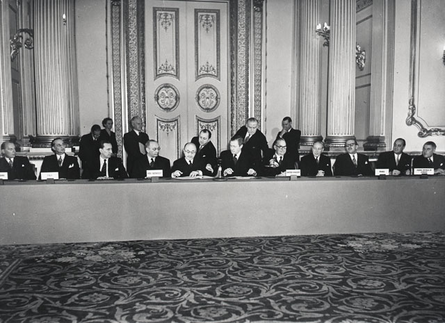 Signing of an agreement establishing a ECSC-United Kingdom Association Council