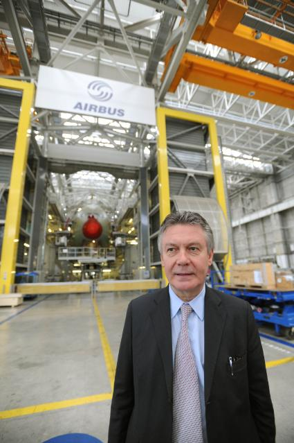 Visit of Karel De Gucht, Member of the EC, to the assembly facility of Airbus in Toulouse