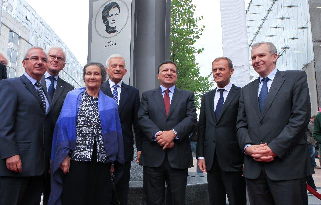 Participation of José Manuel Barroso, President of the EC, at the inauguration ceremony of the Solidarność 1980 Esplanade and the Simone Veil Agora