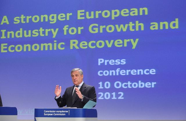 Conférence de presse d'Antonio Tajani, vice-président de la CE, sur la mise à jour de la communication sur la politique industrielle