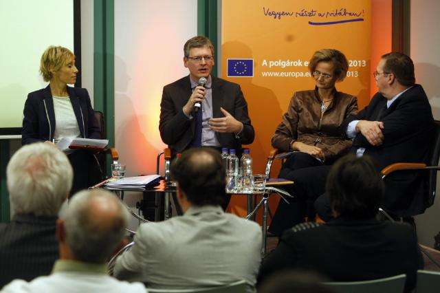 Citizens' Dialogue in Györ with László Andor