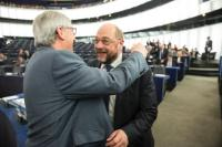 Embrace between Martin Schulz, President of the EP, on the right, and Jean-Claude Juncker