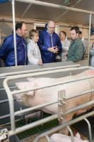 Willy Borsus, Joke Schauvliege, Phil Hogan and Bart De Baerdemaeker, owner of a pig holding in Mollem (in the 1st row from left to right)