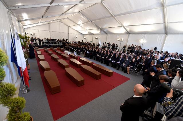 Participation de Dimitris Avramopoulos et Karmenu Vella, membres de la CE, aux funérailles de 24 migrants à Malte
