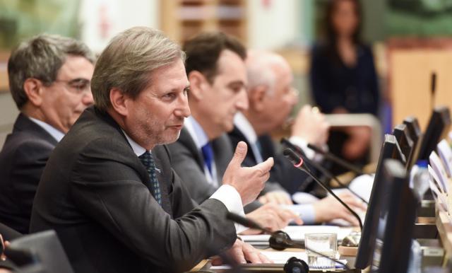 Johannes Hahn opens the exhibition on the Mediterranean Cross Border Cooperation Programme