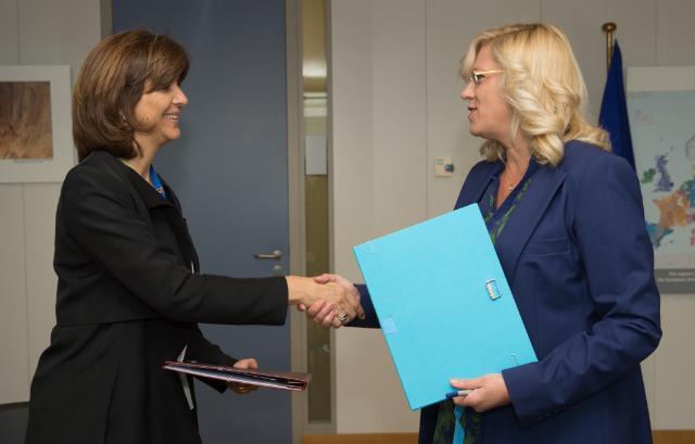 Signature d'une convention de financement avec la Colombie