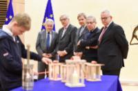 Arrivée de la 'lumière de paix' à la CE