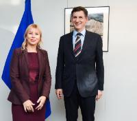 Visite de Costin Borc, vice-Premier ministre roumain et ministre de l'Economie, du Commerce et des Relations avec le milieu des affaires, à la CE