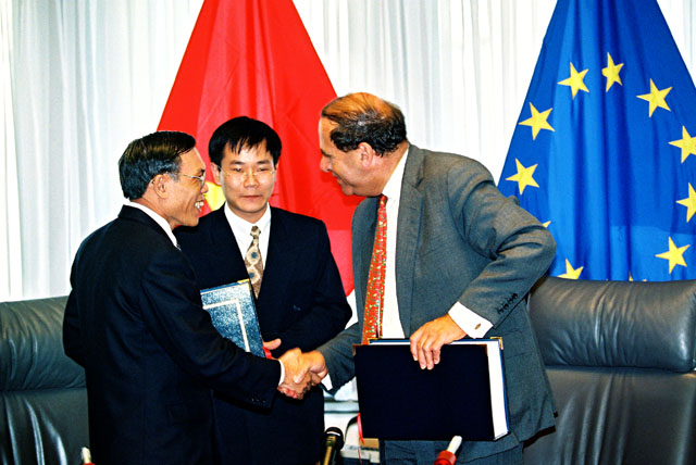 Signing of a textiles agreement between the EU and Vietnam