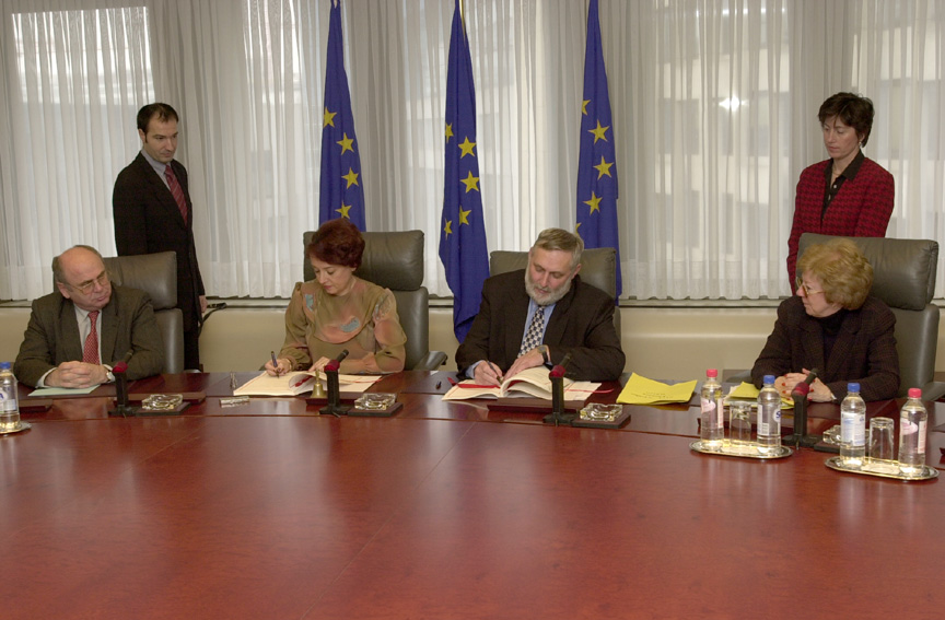 Signature of an EU - Romania financing agreement in the framework of membership
