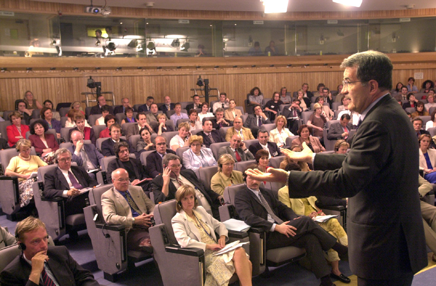 Dialogue between Romano Prodi, President of the EC, and EC staff