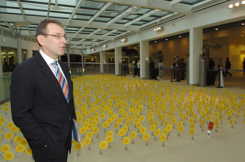 Participation of Andris Piebalgs, Member of the EC, to the inauguration of the 'Solar Solidarité' exhibition