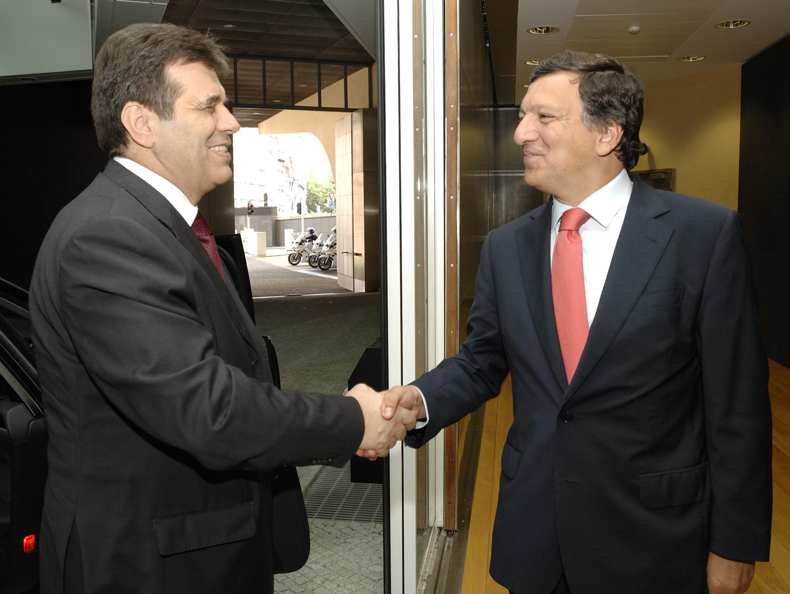 Visit by Vojislav Kostunica, Serbian Prime Minister, to the EC