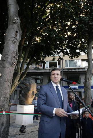 Participation de José Manuel Barroso, président de la CE, à une cérémonie inaugurale du square Pessoa