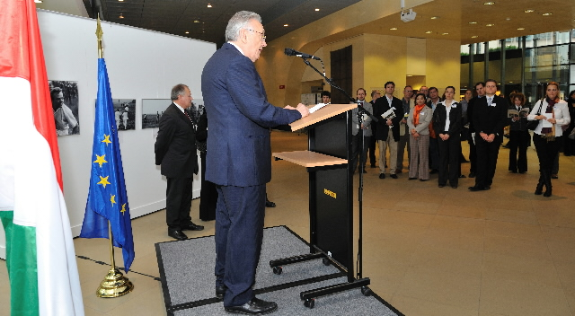 Opening of the 'Opening of the Border 1989' exhibition by László Kovács, Member of the EC