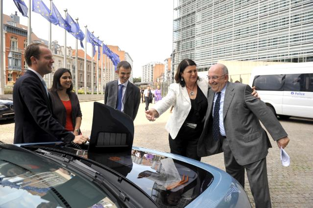 Presentation of the E3 electric car by EWE AG to Máire Geoghegan-Quinn, Member of the EC