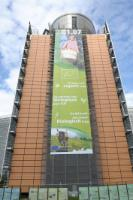 Banner on the Berlaymont's frontage to focalise on the new organic logo