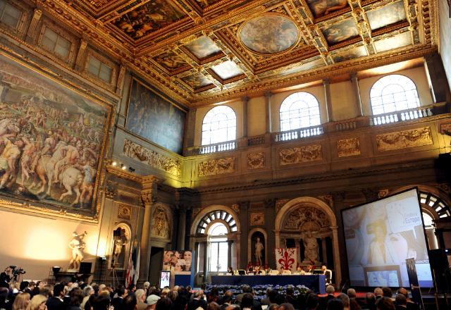 Participation d'Androulla Vassiliou, membre de la CE, au lancement du programme Jeunesse en mouvement, à Florence