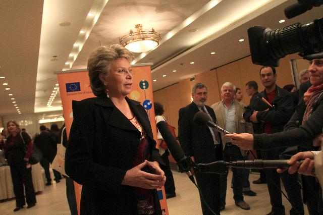 Participation of Viviane Reding, Vice-President of the EC, and Maria Damanaki, Member of the EC, in the 3rd EU-level conference for the European Year of Volunteering