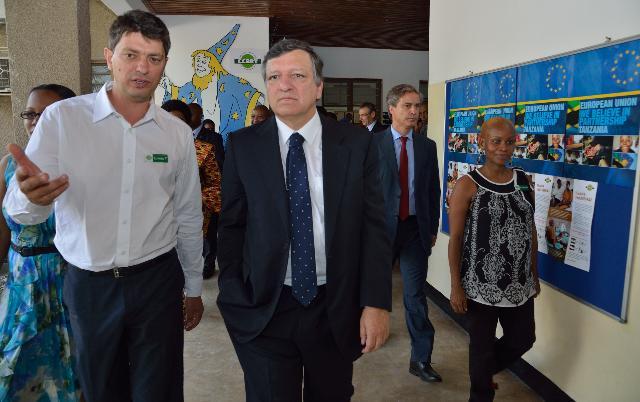 Visite de José Manuel Barroso, président de la CE, et Andris Piebalgs, membre de la CE, en Tanzanie