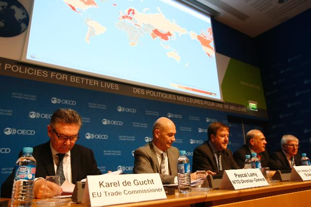 Participation of Karel De Gucht, Member of the EC, on the Dialogue on Aid for Trade, organised by the OECD