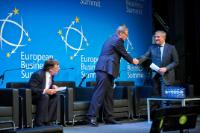 Handshake between Leif Johansson, Chairman of the European Roundtable ...
